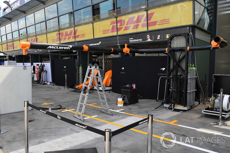 McLaren pit box preparations