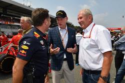 Christian Horner, directeur Red Bull Racing, Sean Bratches, manager commercial de la F1 et Dr Helmut Marko, consultant Red Bull Motorsport sur la grille