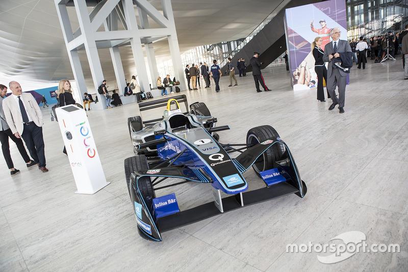 Un coche de Fórmula E expuesto en Roma