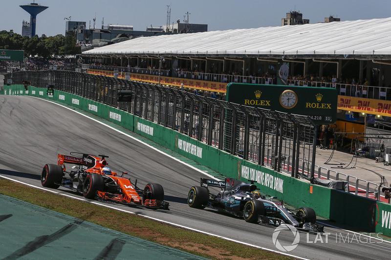 Fernando Alonso, McLaren MCL32 and Lewis Hamilton, Mercedes-Benz F1 W08 battle for position