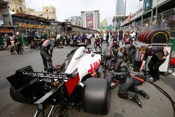 Haas F1 engineers work on the car of Kevin Magnussen, Haas F1 Team VF-18 Ferrari, on the grid