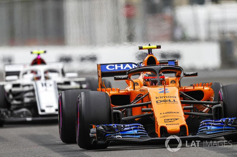 16: Stoffel Vandoorne, McLaren MCL33 Renault, 1'44.489