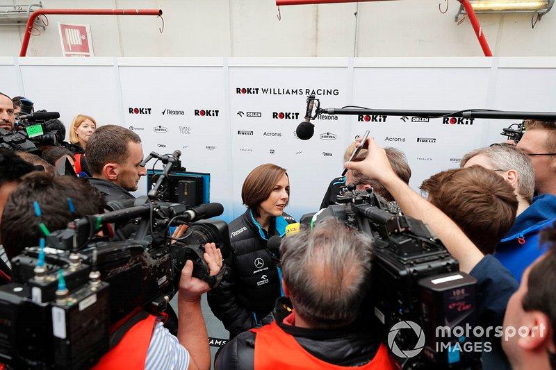 Заступник керівника Williams Клер Вільямс спілкується з пресою