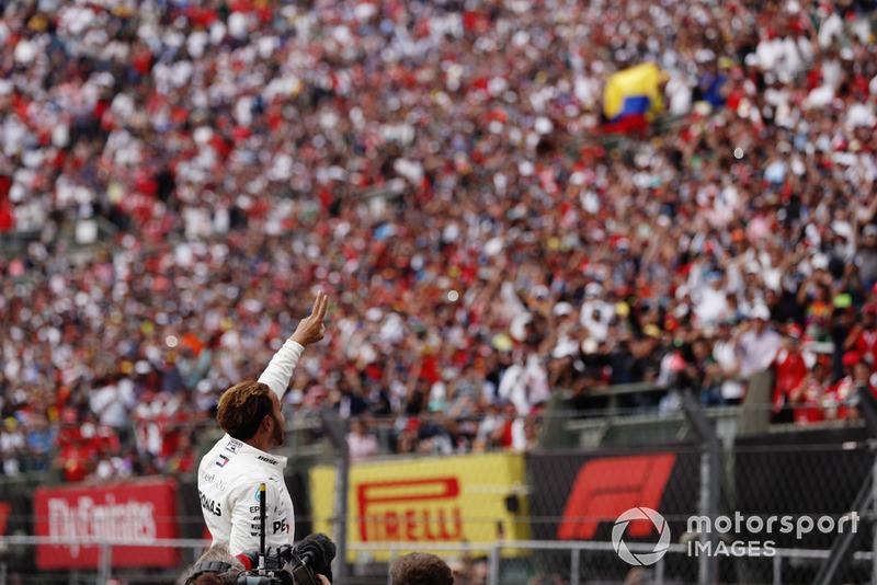 Lewis Hamilton, Mercedes AMG F1, celebra su quinto título