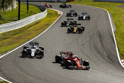 Sebastian Vettel, Ferrari SF70H, Felipe Massa, Williams FW40, Nico Hulkenberg, Renault Sport F1 Team RS17, Kevin Magnussen, Haas F1 Team VF-17