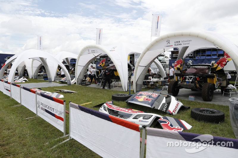 Команда Peugeot Sport в сервис-парке