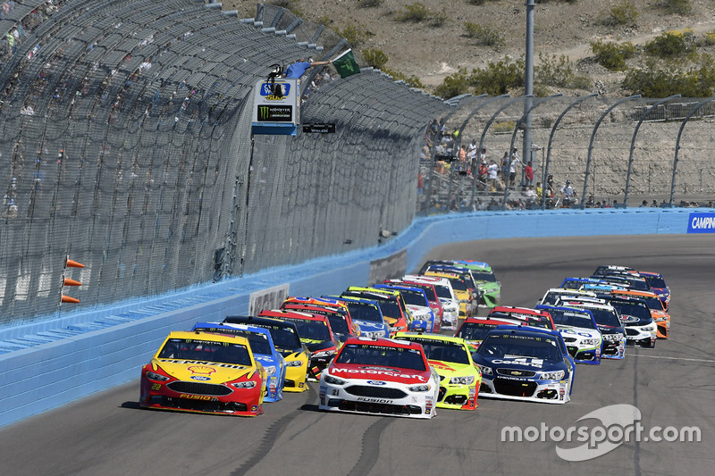Start: Joey Logano, Team Penske, Ford; Ryan Blaney, Wood Brothers Racing, Ford