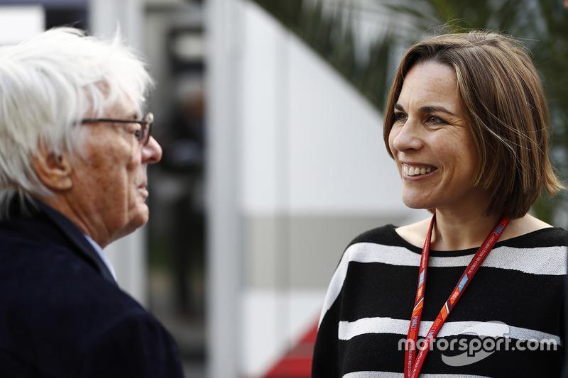 Берні Еклстоун, почесний голова Формули 1, розмовляє з Клер Вільямс, заступником керівника команди Williams