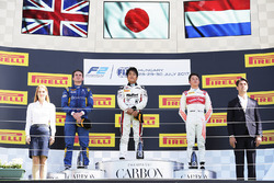 Podium: winner Nobuharu Matsushita, ART Grand Prix, second place Oliver Rowland, DAMS, third place Nyck De Vries, Rapax