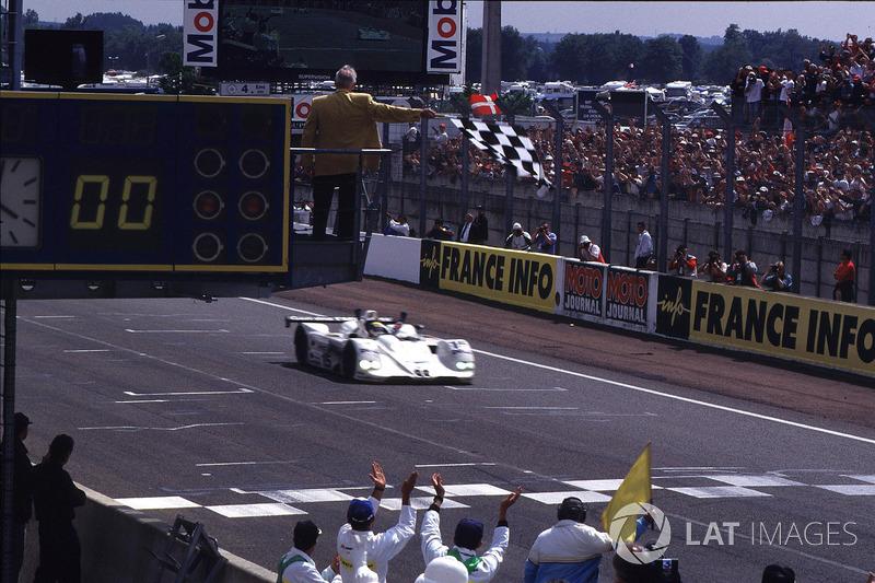 Sieg für Pierluigi Martini, Yannick Dalmas, Joachim Winkelhock, BMW V12 LMR