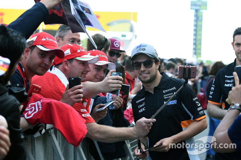 Sergio Perez, Sahara Force India fans selfie