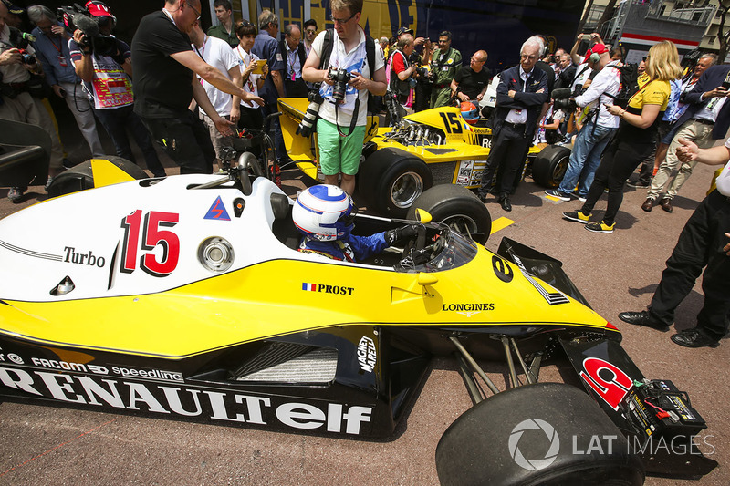 Ален Прост, Renault Sport F1 Team RE40, и Жан-Пьер Жабуй, Renault Sport F1 Team RS01
