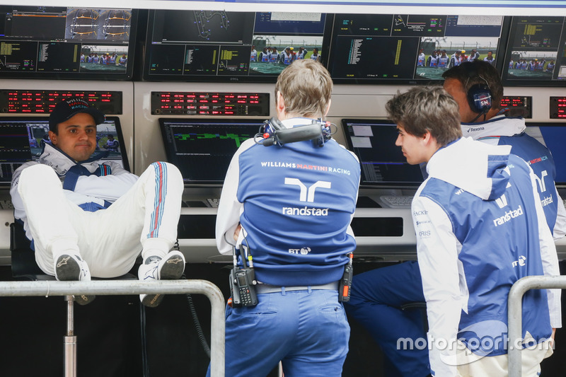Felipe Massa, Williams; Rob Smedley, Leitender Ingenieur, Williams; Lance Stroll, Williams, am Kommandostand