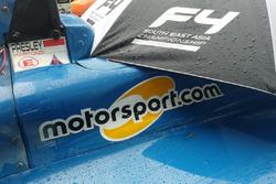 Logo Motorsport.com di mobil Formula 4 SEA