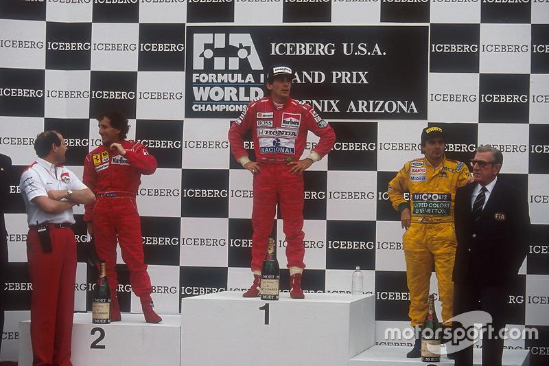 Podium : le vainqueur Ayrton Senna, McLaren Honda, le second Alain Prost, Ferrari, et le troisième Nelson Piquet, Benetton Ford, avec Ron Dennis, directeur McLaren et Jean-Marie Balestre, président de la FIA