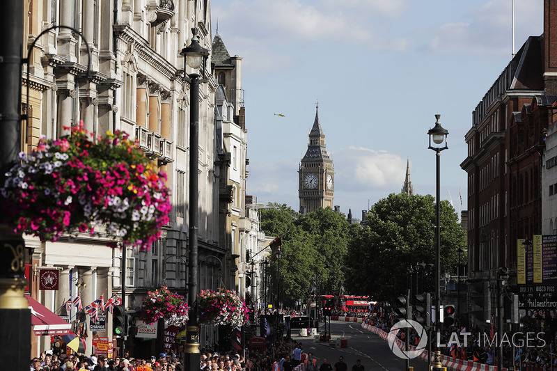 A track is constructed through the streets in sight of St. Stevens Tower (Big Ben)