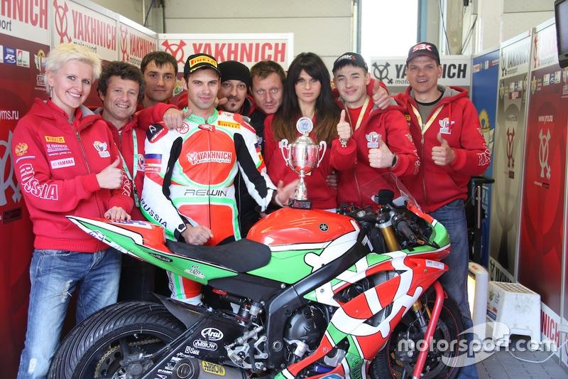 Владимир Леонов с командой празднует третье место, Ассен, 2012