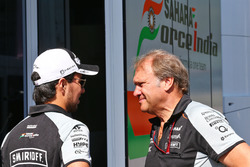 Sergio Perez, Sahara Force India F1; Robert Fernley, Sahara Force India F1, Stellvertretender Teamch