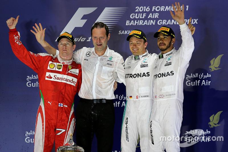 Podio: Ganador de la carrera Nico Rosberg, Mercedes AMG F1 Team, segundo lugar Kimi Raikkonen, Ferr