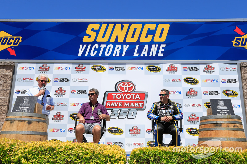Ernie Irvan ve Tony Stewart, Stewart-Haas Racing, Sonoma Raceway Wall Of Fame
