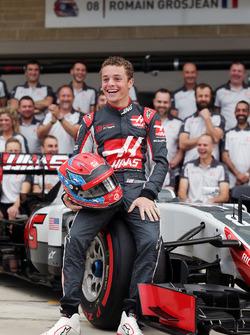 Santino Ferrucci, Haas F1 Team Development Driver at a team photograph