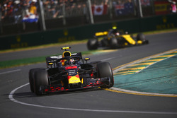 Max Verstappen, Red Bull Racing RB14 Tag Heuer, Carlos Sainz Jr., Renault Sport F1 Team R.S. 18