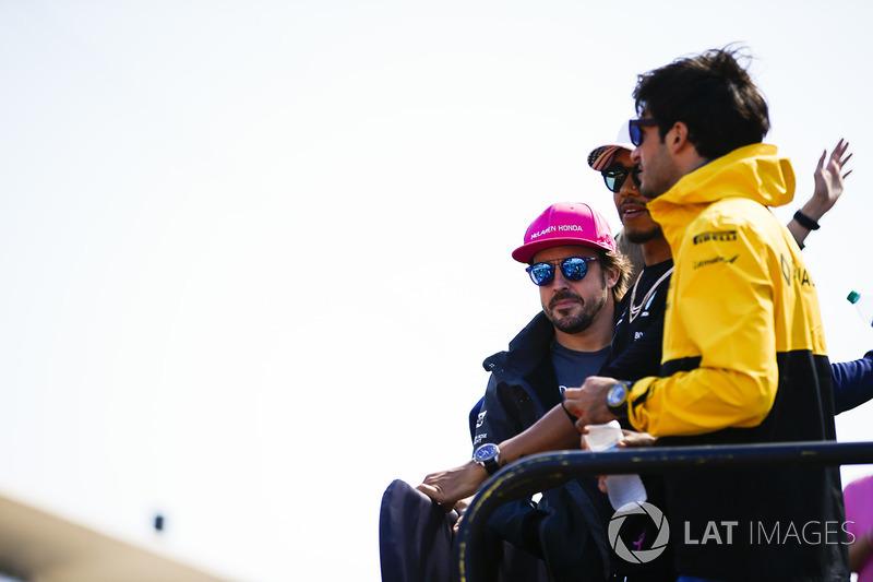 Fernando Alonso, McLaren, Lewis Hamilton, Mercedes AMG F1, Carlos Sainz Jr., Renault Sport F1 Team
