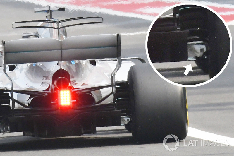 Lewis Hamilton, Mercedes AMG F1 W08 with damaged floor