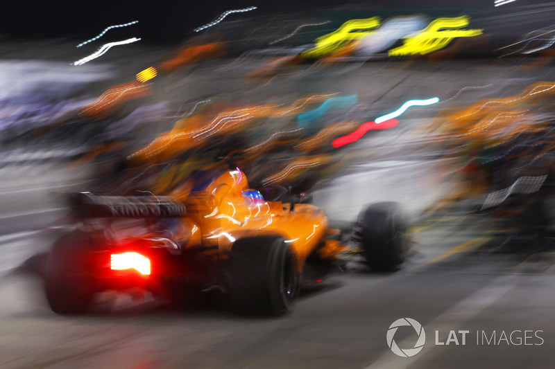 Fernando Alonso, McLaren MCL33 Renault, comes in for a pit stop