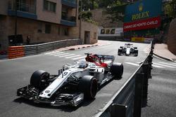 Marcus Ericsson, Sauber C37, devant Charles Leclerc, Sauber C37