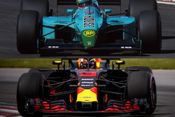Leyton House-Red Bull front wing comparison
