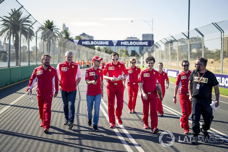 Себастьян Феттель, Ferrari, керівник команди Ferrari Мауріціо Аррівабене, гоночний інженер Ferrari РІккардо Адамі
