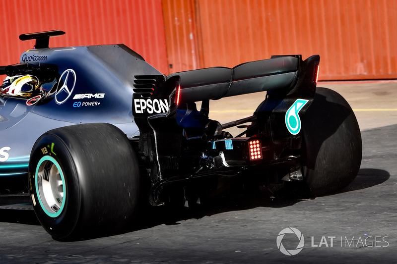 Lewis Hamilton, Mercedes-AMG F1 W09 dengan lampu sayap belakang