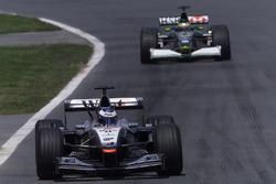 Mika Hakkinen, McLaren Mercedes MP4/16, Pedro de la Rosa, Jaguar R2