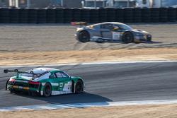 Spin voor #11 Audi Sport Team WRT Audi R8 LMS: Stuart Leonard, Jake Dennis, Robin Frijns