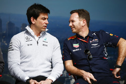 Toto Wolff, Director Ejecutivo (negocio), Mercedes AMG y Christian Horner, director del equipo, Red Bull Racing