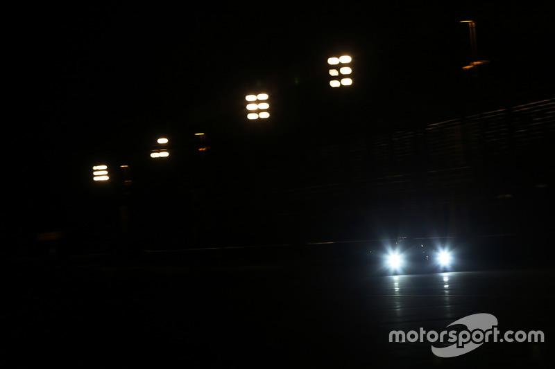 Acción de noche