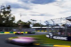 Jolyon Palmer, Renault Sport F1 Team RS17, Kimi Raikkonen, Ferrari SF70H, Esteban Ocon, Force India