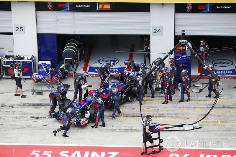Carlos Sainz Jr., Scuderia Scuderia Toro Rosso STR12, abandonne