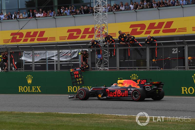 Max Verstappen, Red Bull Racing RB13 attraversa la linea