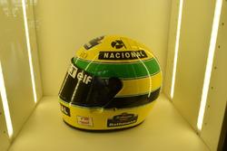 Helm von Ayrton Senna aus der Formel-1-Saison 1994