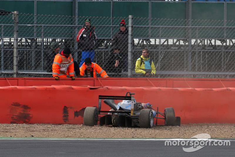 Crash, Ralf Aron, Hitech Grand Prix, Dallara F317 - Mercedes-Benz