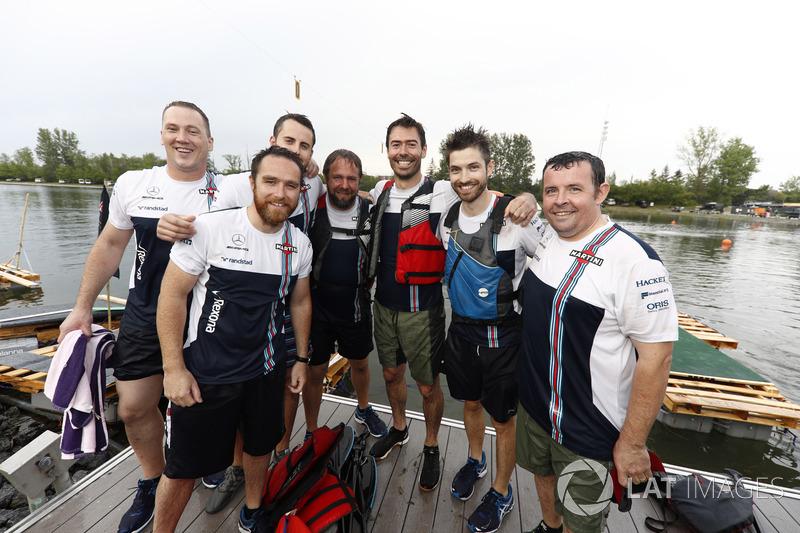 Промокла команда Williams у гонці на плотах