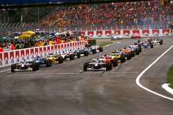 The grid forms for the start with Jacques Villeneuve, Williams FW19 Renault and Heinz-Harald Frentzen, Williams FW19 Renault, at the first row