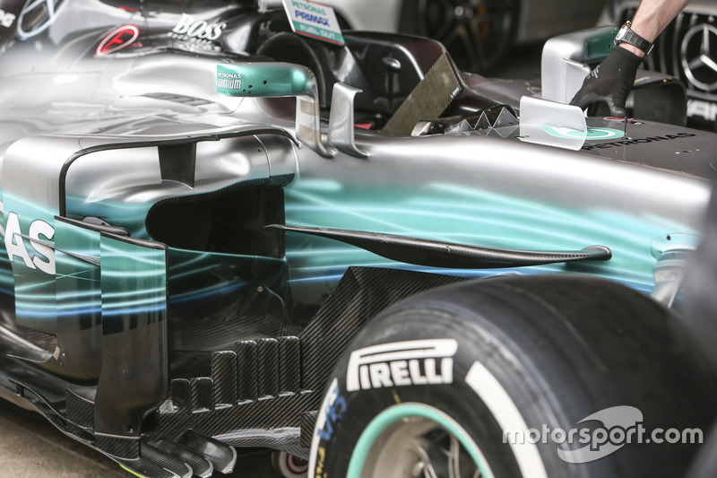 New aeordynamic peices on the Mercedes AMG F1 W08