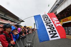 Max Verstappen, Red Bull Racing fans en vlag