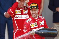 Подіум: переможець Себастьян Феттель, Ferrari, друге місце - Кімі Райкконен, Ferrari