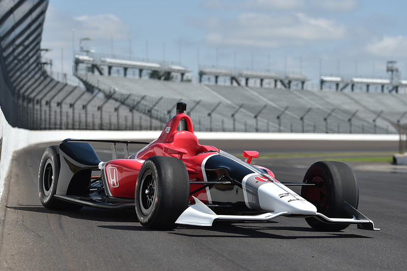 Машина Honda IndyCar 2018 года