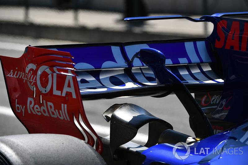 Заднє крило боліда Карлоса Сайнса-молодшого, Scuderia Toro Rosso STR12