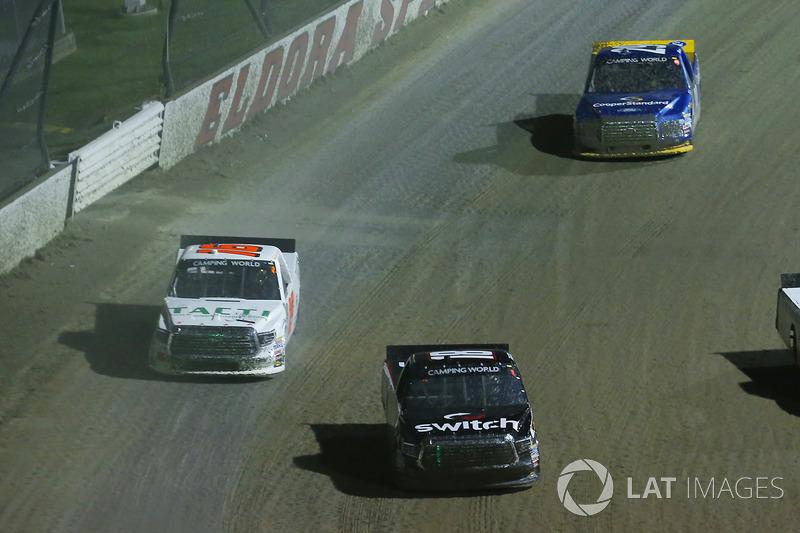 Noah Gragson, Kyle Busch Motorsports Toyota y Ryan Truex, Hattori Racing Enterprises Toyota